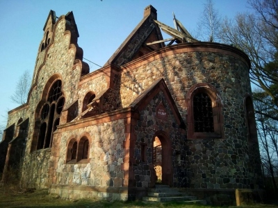 Opuszczony kościół w Pisarzowicach