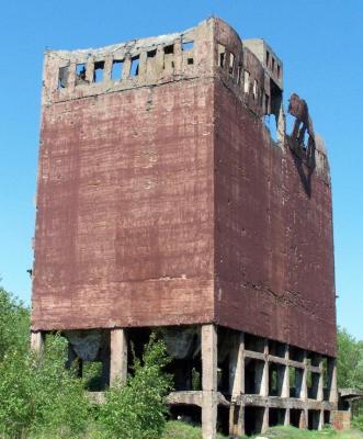 Opuszczona fabryka benzyny w Policach